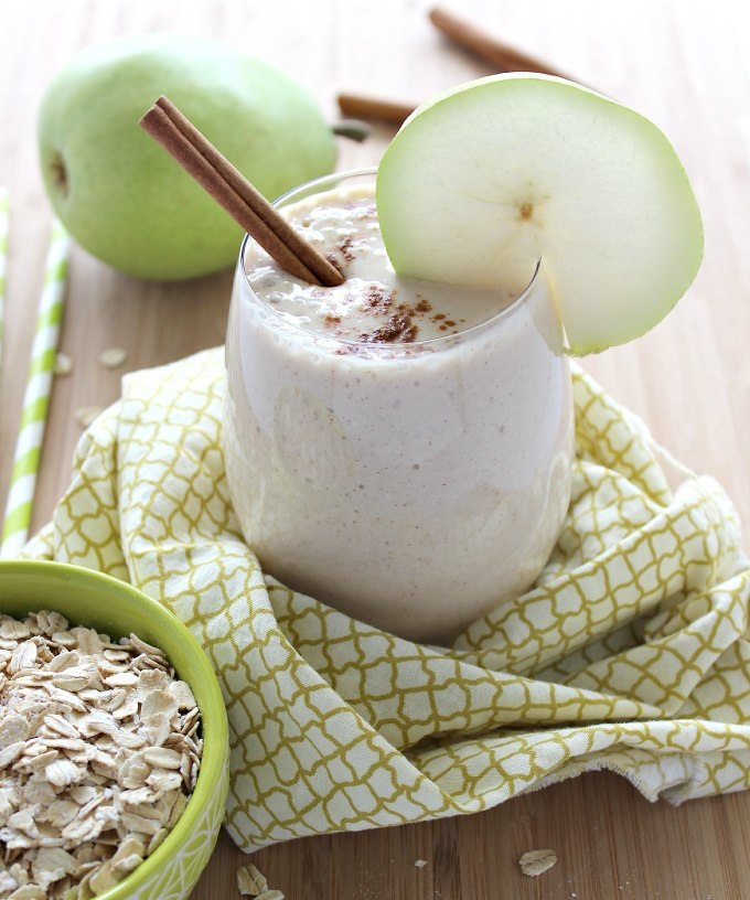Cinnamon-Pear-Smoothie-from-www.thecasualcraftlete.com_